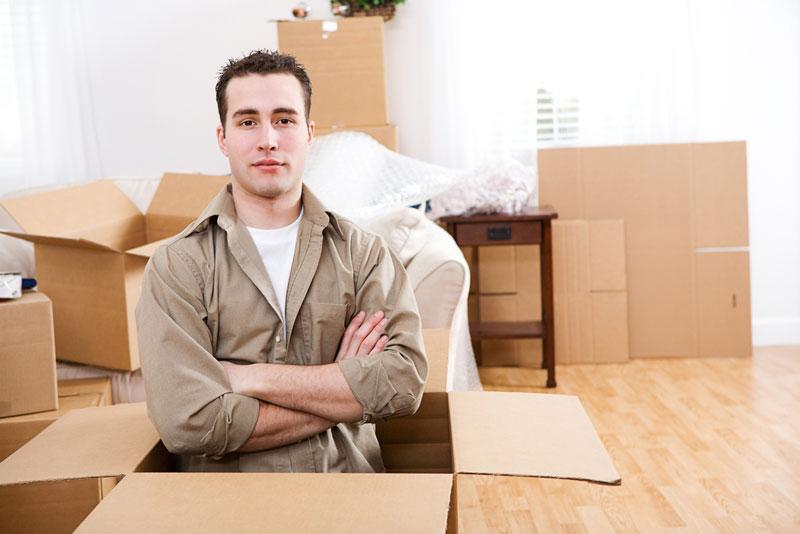 Een verhuisbedrijf helpt bij de verhuizing